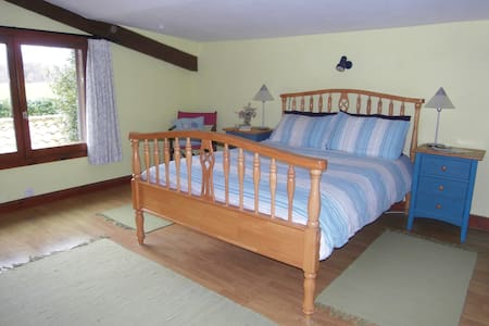 Double Bedroom in Detached Farmhouse with Pool - Lésignac-Durand