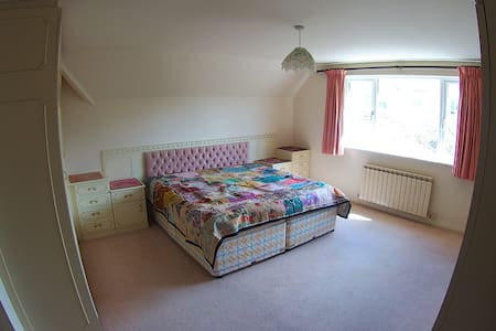 Spacious, peaceful room, ensuite - Grouville