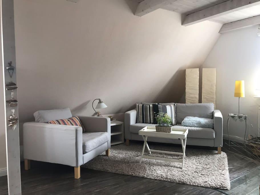 gem tliche wohnung mit kamin nahe am meer appartementen te huur in oldsum sh duitsland. Black Bedroom Furniture Sets. Home Design Ideas