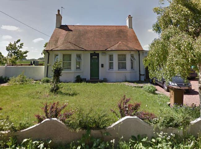 Modern Detached Cottage near Airport, RBS and City