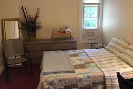 A Cozy Room in a Quiet Home - Poughkeepsie