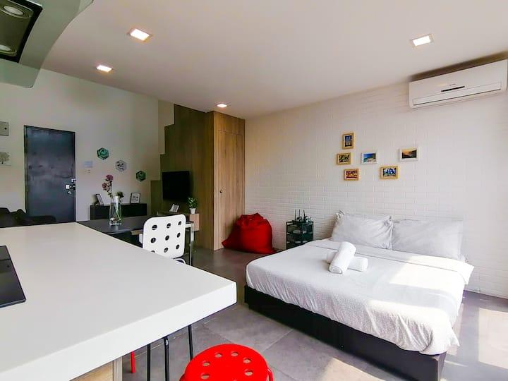 QRACHOMES Spacious Duplex Apt at Damansara Perdana