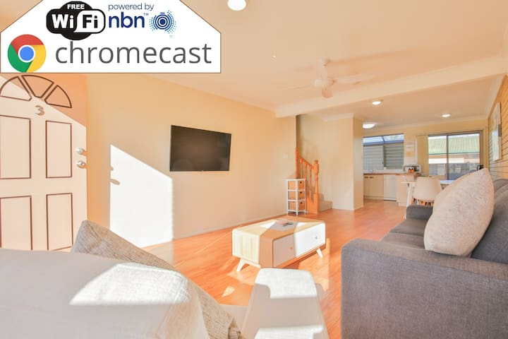Terrific 3 bedroom Townhouse with Airconditioning!