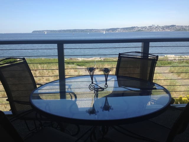 Peaceful waterfront condo with view of White Rock.