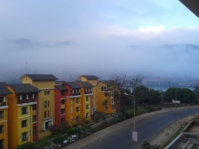 Scenic lake view Apartment. - Lavasa - Flat
