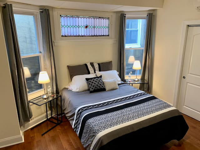 💚 Authentic Center City Retreat Near EVERYTHING!