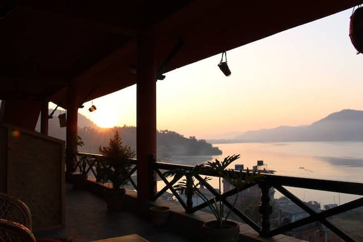 Beautiful Deluxe Private Room on Fewa Lake - No. 3 - Pokhara - Bed & Breakfast