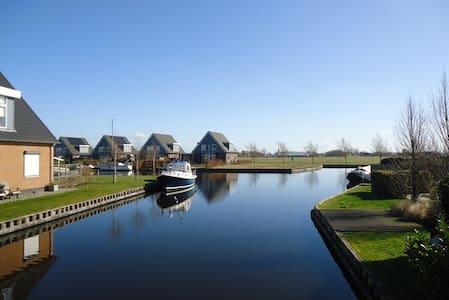 Ruime woning / villa aan het water in Friesland - Goingarijp