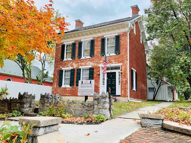 Historic Civil War Landmark With Hot Tub (4BR/2BA)