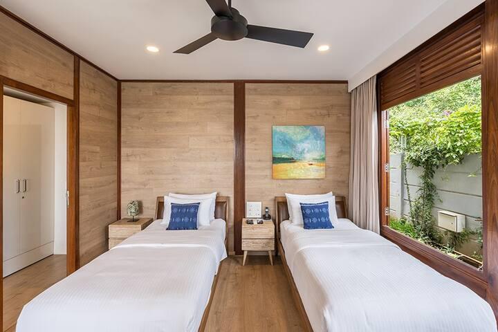 Ground floor bedroom (2)