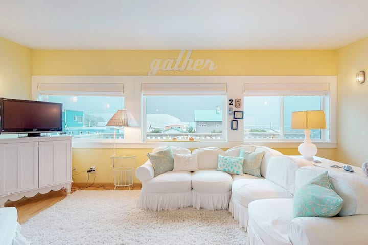 Dog-friendly and bright home with beautiful ocean views! 1 block to beach!