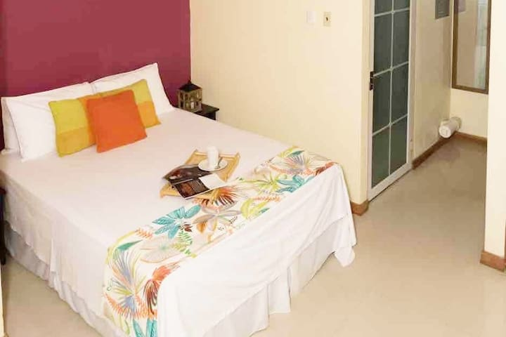 Fully Equipped St. James Studio Close To POS
