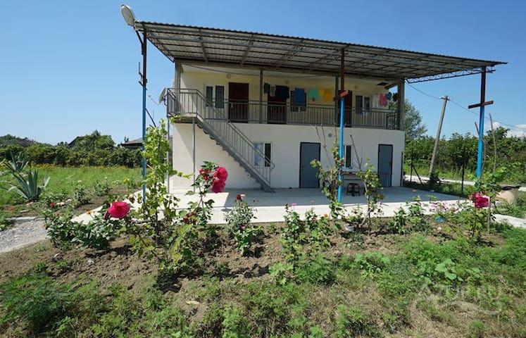 """Абхазия: отдых,жилье -Гостевой дом """"Пионер"""" - Gantiadi"""