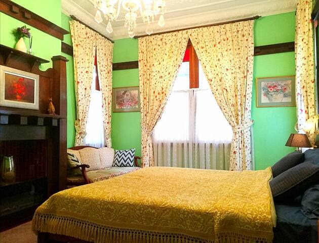 Riverfront luxurious room A07 near by Bay reserve