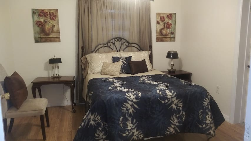 2nd bed with private entrance