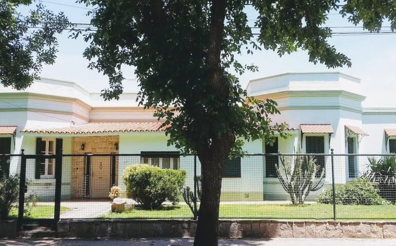 Tradicional Casa en Venado Tuerto - Hab. 102