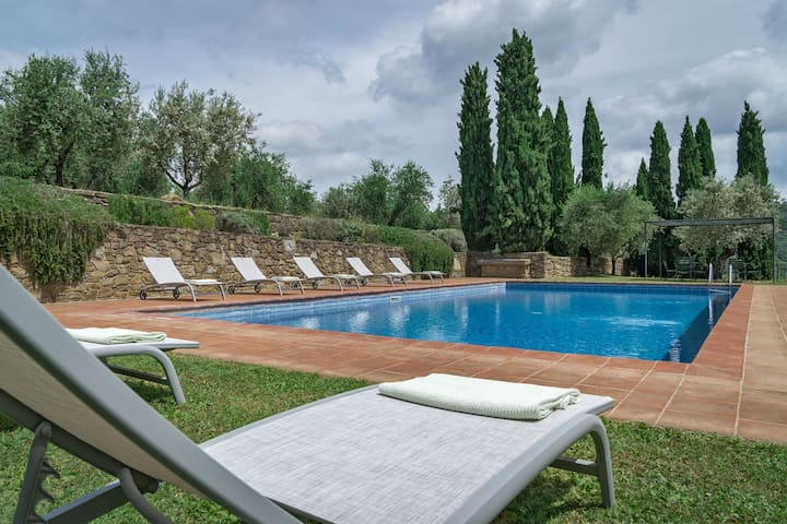 Villa in Chianti with Pool and Tennis Court
