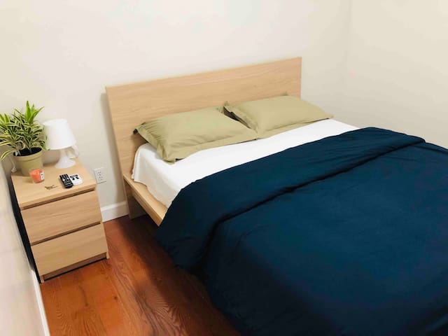 Discounted 1 BD w/ AC & Netflix in Queens (2)