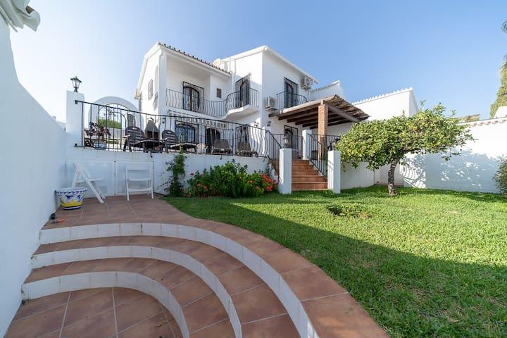 发光别墅,露台,花园和海景