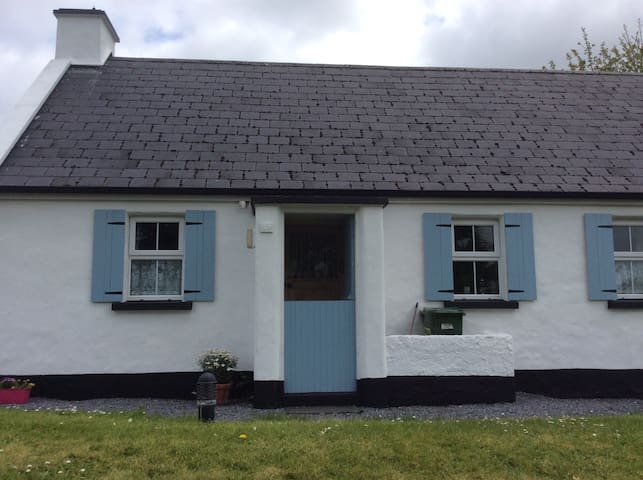 TRADITIONAL IRISH COTTAGE - Corofin - Casa