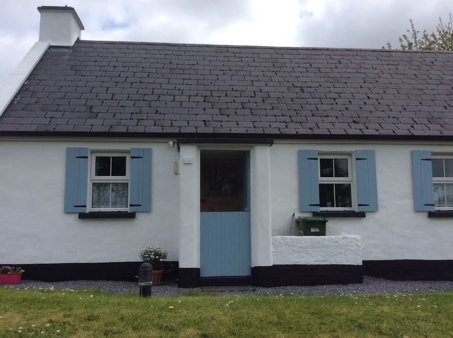 traditional irish cottage h uschen zur miete in corofin co clare irland. Black Bedroom Furniture Sets. Home Design Ideas