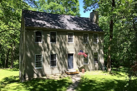 Country Home 2 Hours from NYC (Kent/Berkshires) - ケント - 一軒家