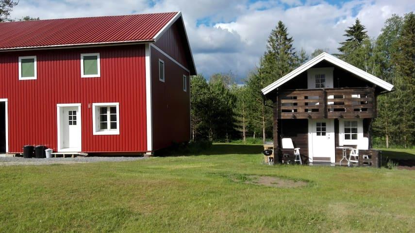 Loftet övernattningstuga centralt i Ullånger.