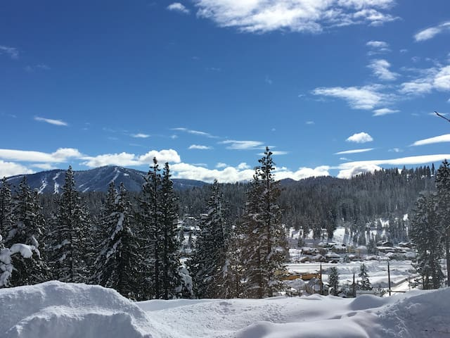 Stunning views, cozy condo near skiing & downtown - Truckee - Wohnung