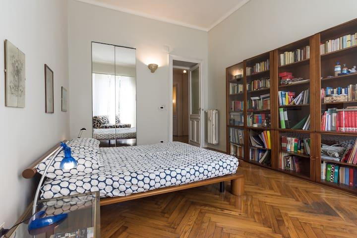 Accogliente appartamento vista mole antonelliana for Appartamenti arredati torino