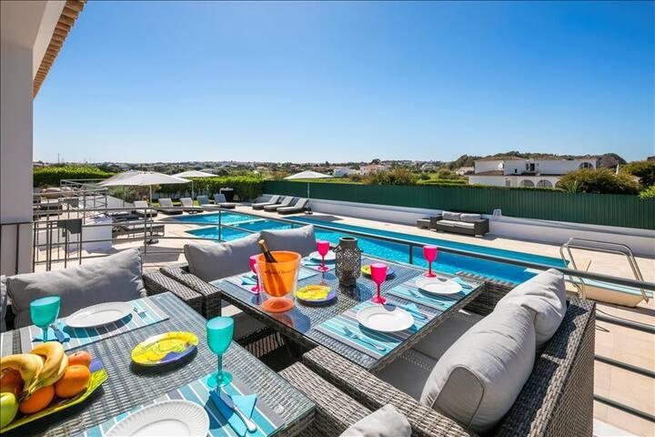 Vivenda Lucas - Wheelchair friendly 6 bedroom property close to Albufeira, golf and beaches.
