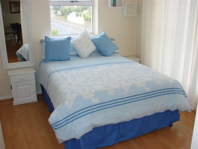 Simons Town self catering apartment - Cape Town