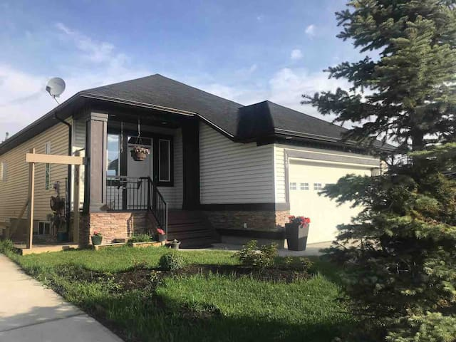 Private Large Walkout Basement with 2 Bedrooms