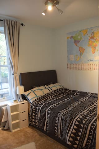 Cosy double room in Ealing, west London