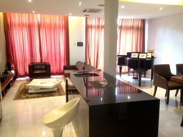 Lake Edge Guest room Available - Puchong - Huis