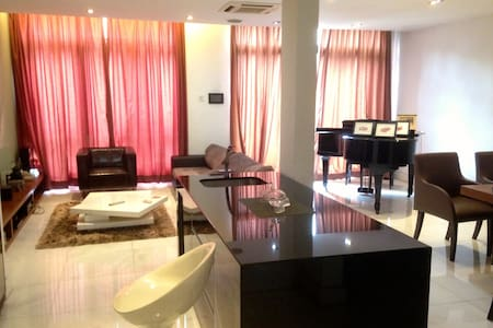 Lake Edge Guest room Available - Puchong - Casa