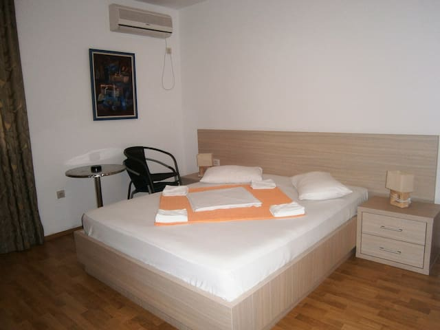 Double room with mountain view - Sveti Stefan - Bed & Breakfast