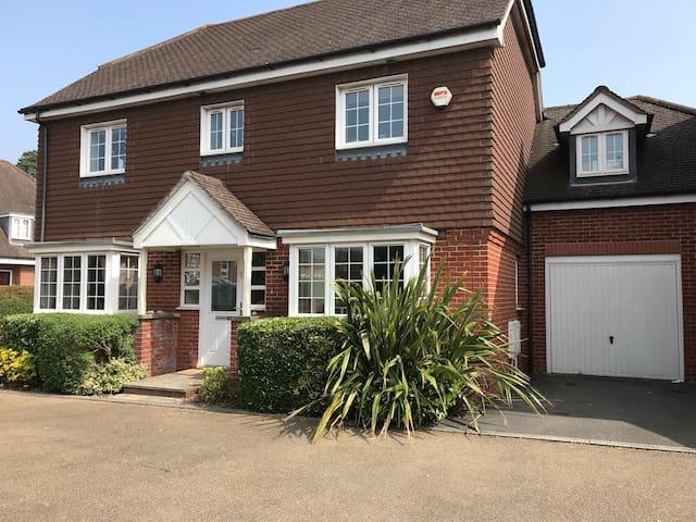 Modern 6 bedroom family home Portsmouth/Chichester