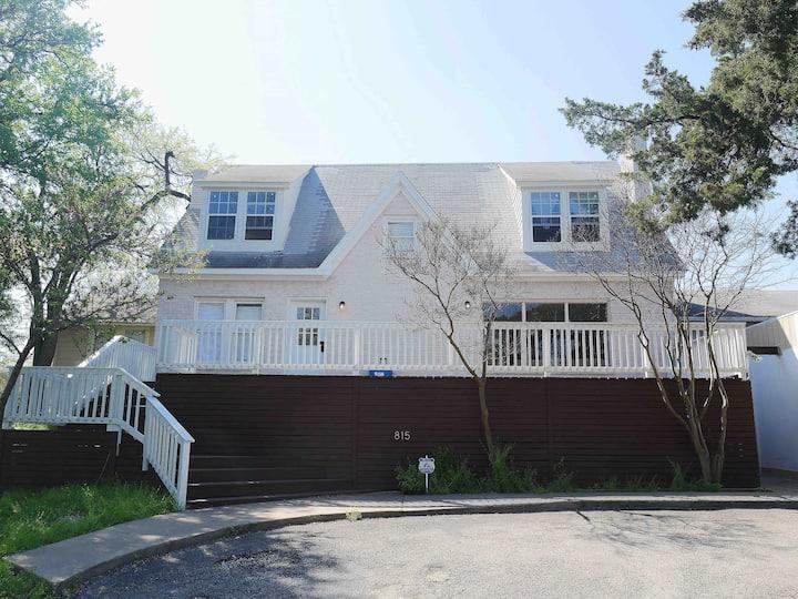 Dallas R&R House // Private Room 1
