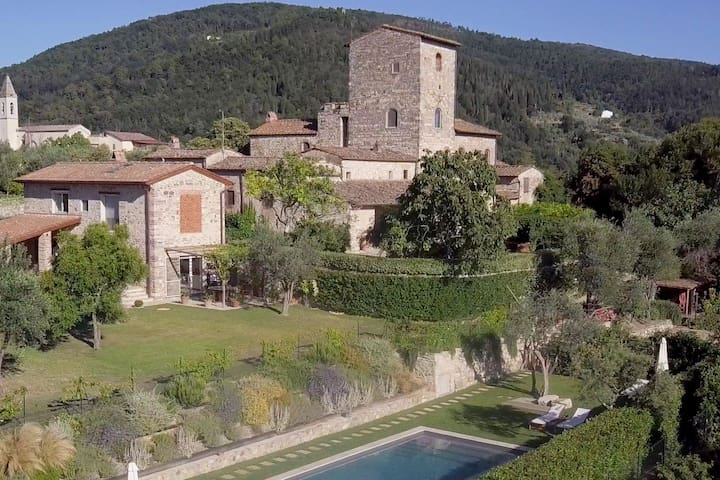 Torre di Sopra Watchtower & Cottage with Pool