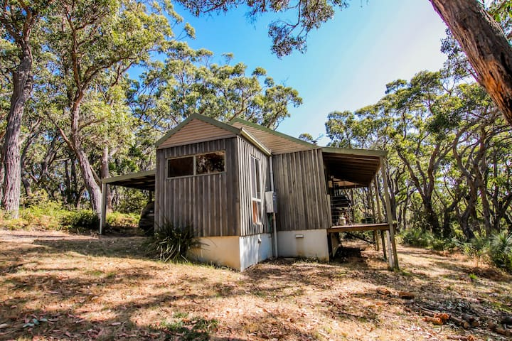 GRASS TREES COTTAGE - secluded couples spa cottage