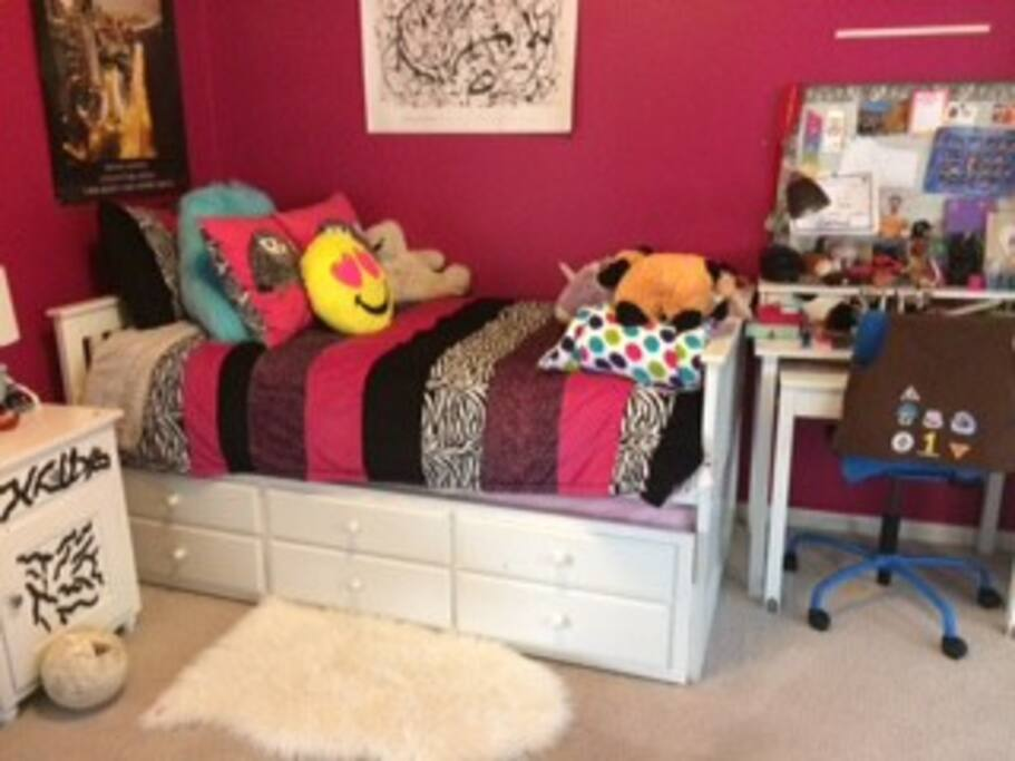 Trundle bed that rolls out in upstairs bedroom