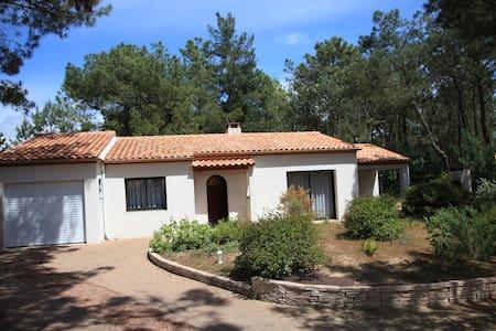 Maison de vacance dans la presqu'ile d'Arçay - La Faute-sur-Mer - House