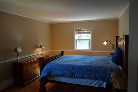 Old Greenwich colonial immaculate room for rent - Гринвич - Дом