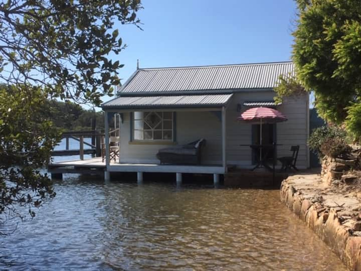THE LOFT & BOATSHED .boat access. HAWKESBURY RIVER