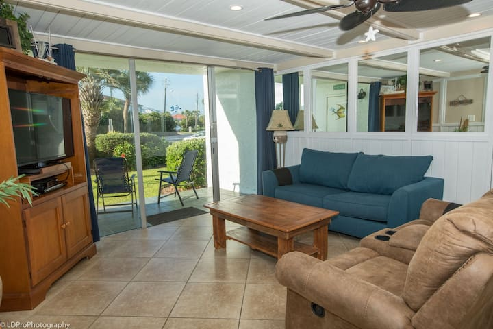 DP 104B is a beautiful 2 BR with washer/dryer in the unit and on the Harbor