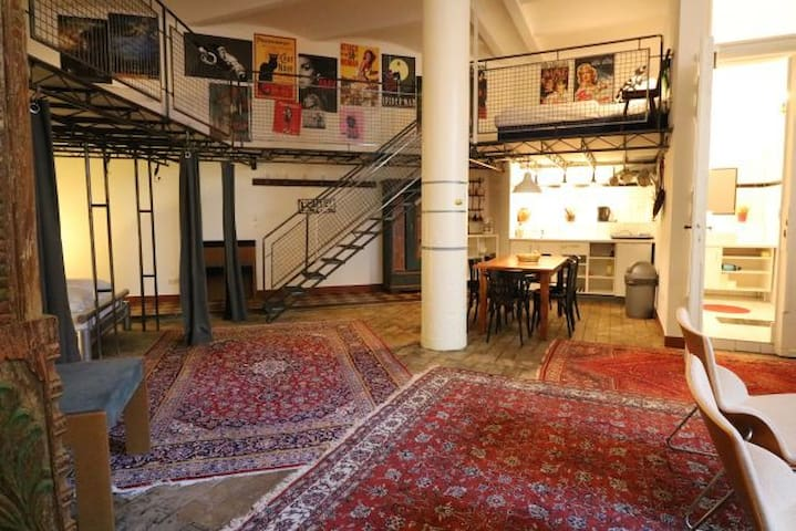 Pulsing loft in Kreuzberg