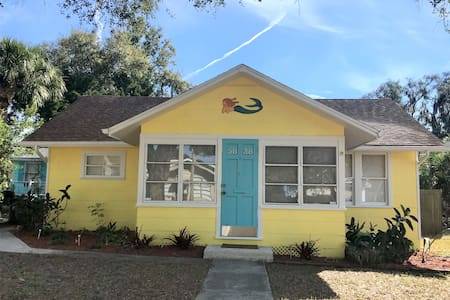 Key West Style Cottage-  Historical Downtown