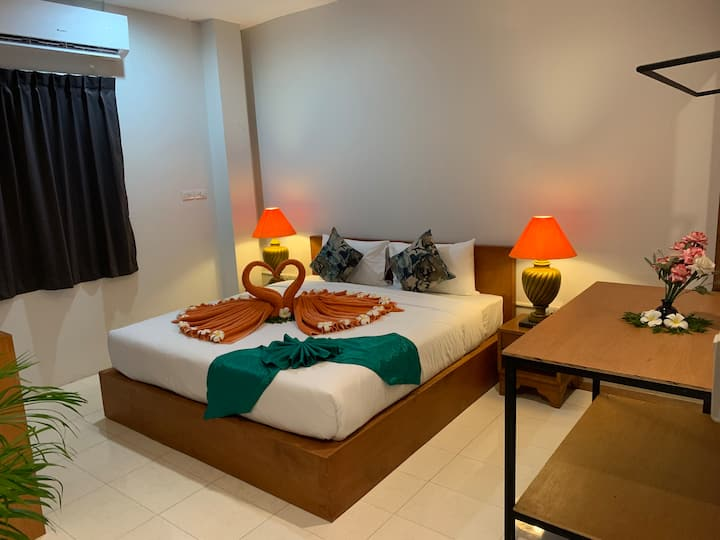 Modern Key Card Access  Private Bedroom+Breakfast