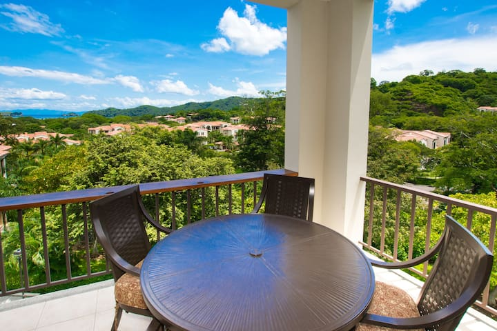 Gorgeous 3 BR, Ocean view Pacifico condo!!