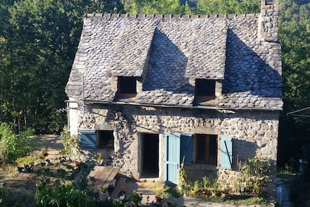 Rustic Woodland Cottage with Beautiful Views - Saint-Amans-des-Cots - Hus